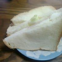 サンドイッチに小岩井ぬるクリームチーズを