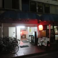 再訪「呑み吉(のみよし)」、チョイ呑みセットで地鶏鶏もも肉のたたきと焼き鳥。お通しは鶏レバーの燻製