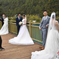 多くのカップルがウエディングフォトを撮影しようと押し寄せる人気スポットとなっている。