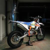 出撃準備OK!遂に来たぞ!KTM 250 EXC TPI SIXDAYS 2022MY ! モタード化も加速!