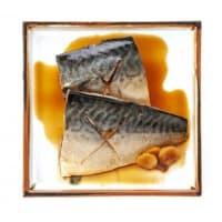 魚の煮付けを勧めています
