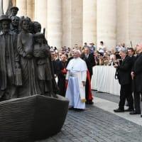 ヴィガノ大司教「2020年のバチカンの降誕場面は『冒涜的』である」