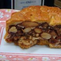 ローカルから今年も。「ムーンケーキ」=「月餅」のカロリーや糖分は控えめになったぞ。