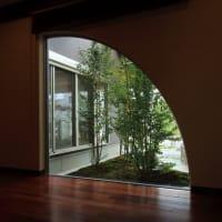 過ごす時間を心地よく感じる事が出来る空間(部屋)に・・・・住まいの設計とデザインで毎日の見える風景を意識する様に窓を適切な場所に適切な大きさとカタチで。