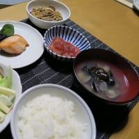 秋鮭とマグロのづけとゼンマイの煮物と野菜サラダ、炊屋食堂の秋menu・・・