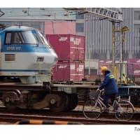EF66110と自転車