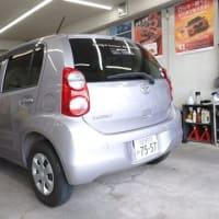 本日PITでは稼働準備を進める自社レンタカー「パッソ」をヘッドライトコーティング施工!