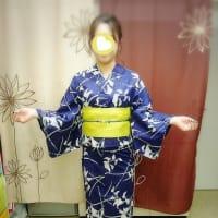 下町のお祭りに浴衣でお出かけのお嬢様です(^ν^)