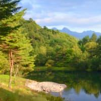 朝は焼き菓子、午後には天然酵母パンを東急リゾートに配達し、からまつ池を散策する。