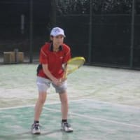 3回戦~足の痙攣で悩むテニスプレーヤーに・・・グラファイトバンド。