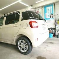 PITでは納車前の新車ダイハツ「BOON」のコーティング施工中でございます!
