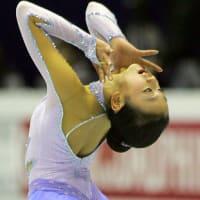 女子SPで浅田真が首位、安藤2位