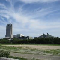 広島市中央公園が大きく変わりつつあります・・・被爆遺構の調査や新サッカースタジアムの建設・・・噴水「風と花」が未来を映す