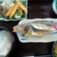 1212) 松幸日替わりランチ ~ホッケの塩焼き/アジのたたき/ワカサギのフライ・カキの佃煮/鶏肉うどん