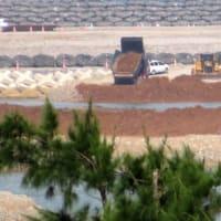 本部港塩川区で辺野古埋め立て土砂の積み込みに抗議