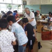 7月の田布施町少年少女発明クラブ、工作も佳境に
