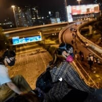 香港デモ 籠城では弾圧が成功しやすくなるだけ 火炎瓶の炎で一般市民の支持を広く得ることはできない