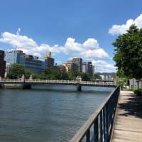 広島市・京橋川のリバーサイド・・・今日も熱風が吹いています(笑)今日も35度・・・暑い1日です