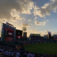 夕日に染まる球場から。