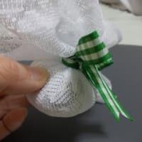 お茶の葉のその後・・・てるてる坊主?に見えちゃうでしょうか。。。(2012-04-17)