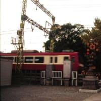 京急2000形 晩秋の踏切寺 1996-11-24