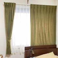 無地のカーテン 紺か、緑か!