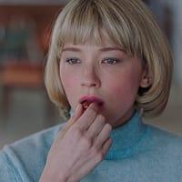 Swallow スワロウ  監督/カーロ・ミラベラ=デイビス