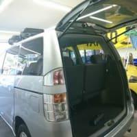 本日PITでは納車前の中古車60系の「VOXY」にフィルム施工を実施!