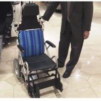 日帰り介護(デイサービス)の送迎車で、高齢者が交通事故でケガや死亡の事故の実例と対策。「車いすの送迎 安心して預けたのに…」