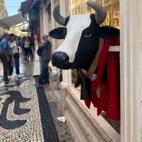 リスボンの写真がまだ出てきた....タイルとモザイク、古典柄の連続模様はリスボン名物、アートバージョンも存在する
