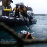 安和の琉球セメント桟橋で、土砂を辺野古に運ぶガット船に抗議。