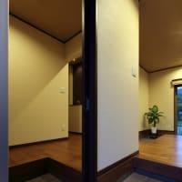 玄関と玄関収納の使い勝手、暮らし方のゆとりを生み出す玄関周辺の間取り、毎日の過ごし方と収納は玄関周辺計画でも設計デザインの付加価値で使い方の自由度が変わりますよ。