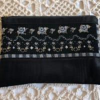 刺繍のポーチ