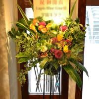開店お祝いのスタンド花