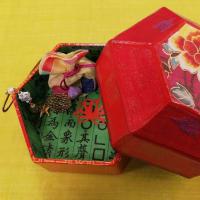 2020年韓紙工芸展示即売会 作品ご紹介(9)六角箱/赤い花