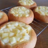 クリームりんごパン
