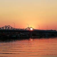 衣浦大橋に上る太陽