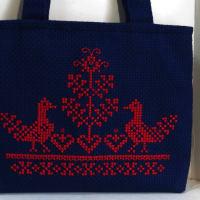 刺繍を済ませて有ったバッグっを、やっと仕上げました
