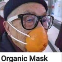 第2弾:マスク選びで非常識なオバサン達。こういう人達見ると本当に嫌になっちゃう。マスク買う40代女性2人: