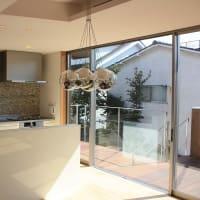 家は買うよりも建てた方が満足度が持続する?