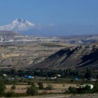 トルコ旅行 15 バスから見たエルジェス山の風景