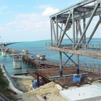 伊良部架橋上部工設置へ/架設げたの移動開始