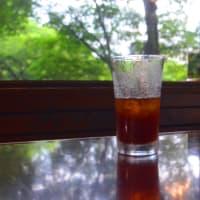 カフェインレスのアイスコーヒーでまどろむ夕暮れ。