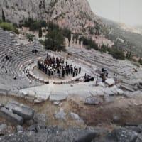 クルレンツィスがベートーヴェン交響曲7番を、ソクラテスが神託を受けたデルフォイで演奏。変革と新たな精神文明への烽火!!