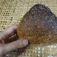 シチリアForno Impero のアーモンド菓子とパン