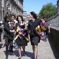 若者たちの熱気溢れるポルトの学生祭典