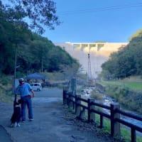 ダムのまわりをお散歩♪
