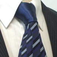 ネクタイで首からの冷気を防ぐ