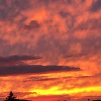 綺麗な夕焼けですね〜。色々と考えさせられますね。