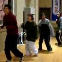 「病身舞」は、李氏朝鮮中期以来伝わり、現在もなお朝鮮半島ではもちろん、日本国内の朝鮮学校などでも受け継がれており、身体障害者などを真似て踊っている連中も見物している連中も大爆笑している。